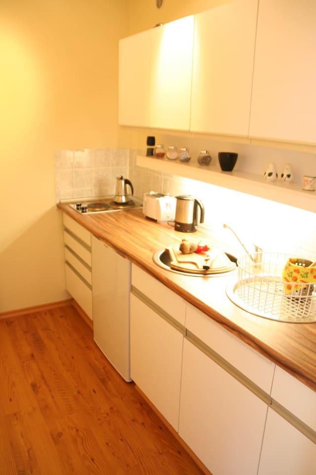 separate Küche hat genug Platz um zu zweit zu kochen