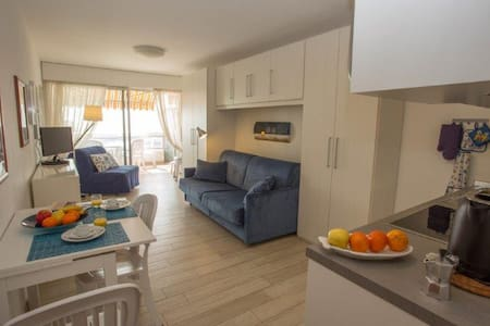 16 - Magnificent studio sea front with terrace and air conditioning - MENTON - Pis