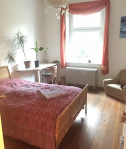 ruhiges Zimmer zentral in Altona - Гамбург