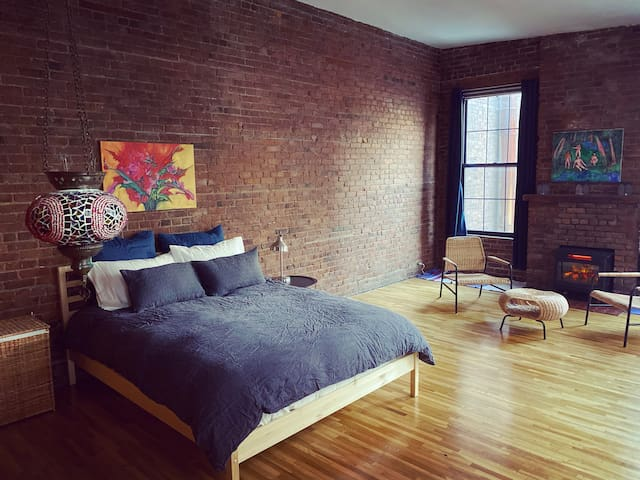 East Village - Yoga Guest Room w/ Fireplace