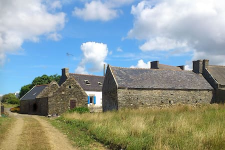 Renovated farmhouse with sea view - Plozévet