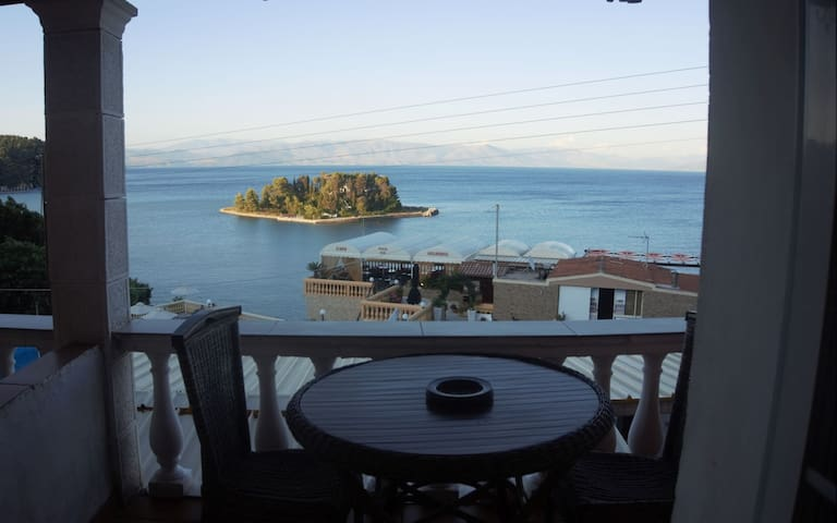 Batis Rooms - 5- Amazing Views of Mouse Island!