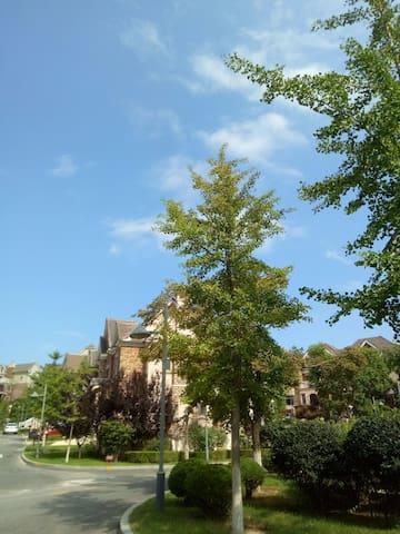 空气非常好。蓝天白云