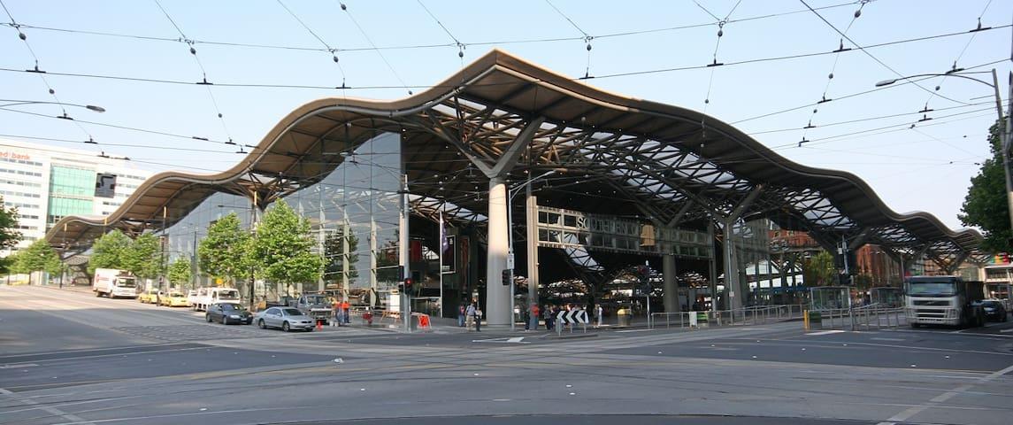 Southern Cross 1 Queen Bdrm Apt. in Melbourne CBD