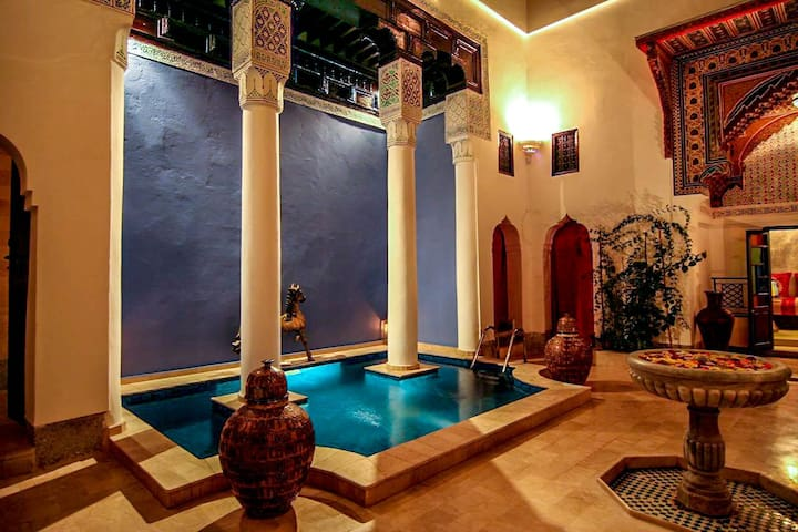 Authentic Riad with Pool - Nearby Jemaa El Fna