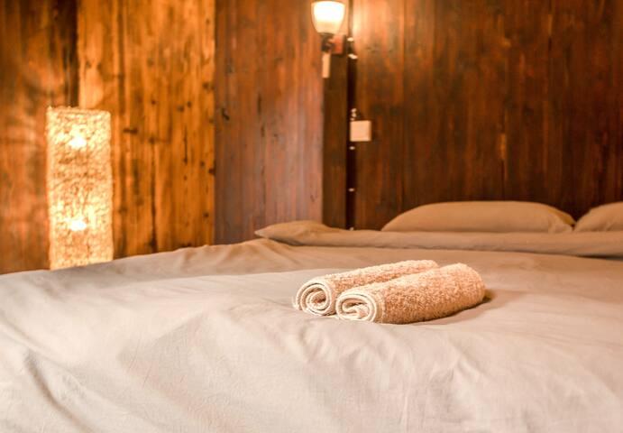 带有额外单人房的客房  bedroom with adjoining single room