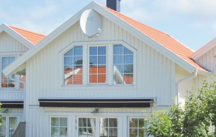 Semi-Detached with 3 bedrooms on 98m² in Mollösund