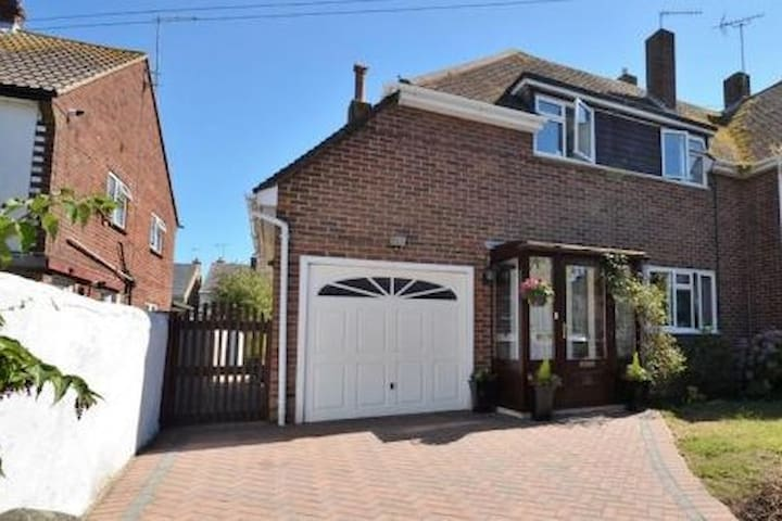 Amazing 3 bed House, great location!