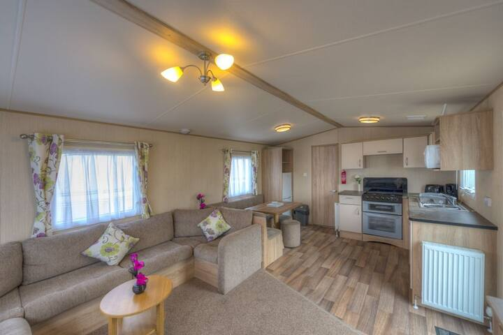 SP119 - Camber Sands Holiday Park - Sleeps 8 + Small Dog - Private Parking - Close to Beach