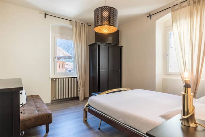 "Cosy and Modern Renovated Holiday Flat ""Casa Tina""  short Ways to the Mountains and the Ski Area; Parking Available"