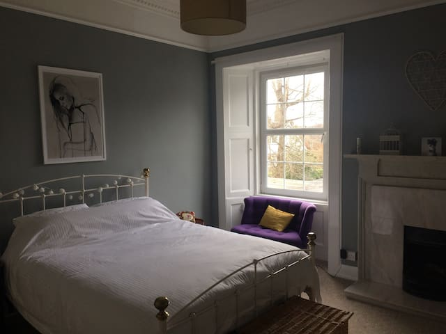 Stylish king size room in the heart of Scotland