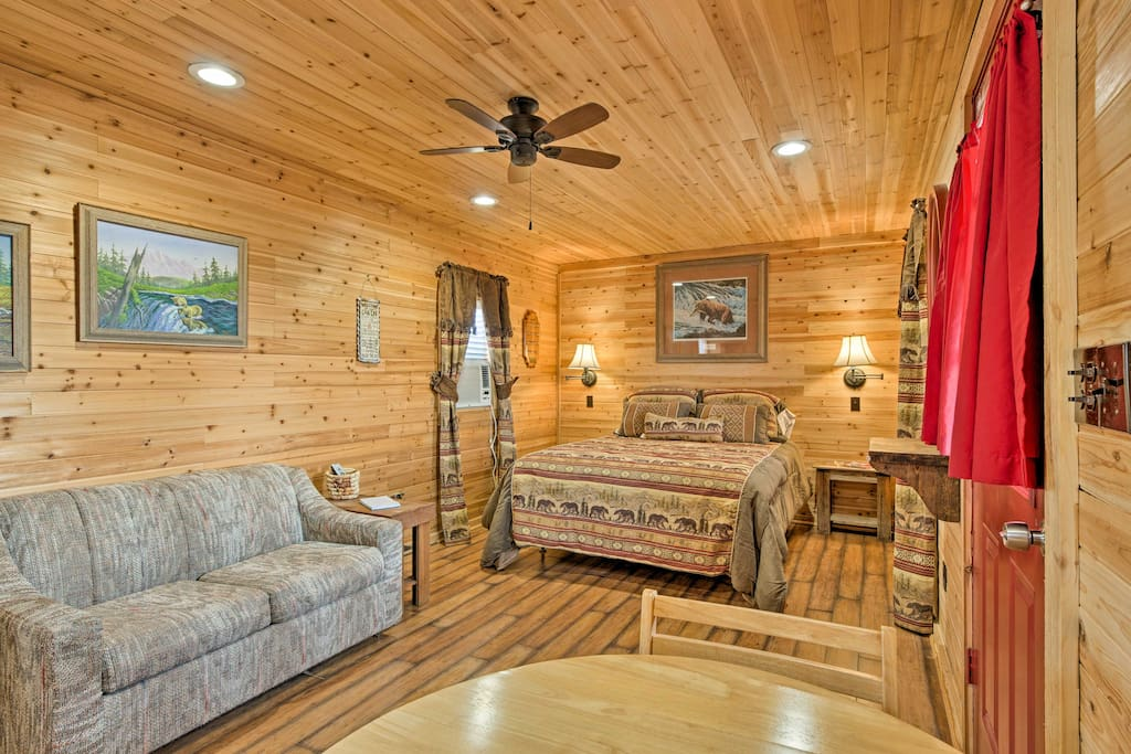 This Talihina cabin can sleep up to 3 - perfect for small families or couples!