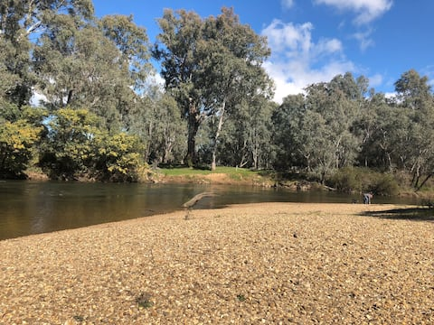 Farmstay w/ private beach only 2hr from Melbourne