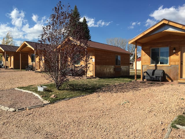 Private Cabin Near Bryce packed with amenities - Hatch - Kabin