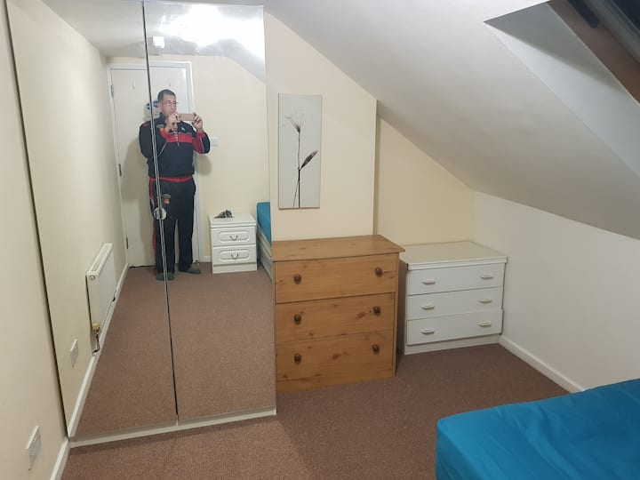 Fantastic  Double room near London Heathrow r6