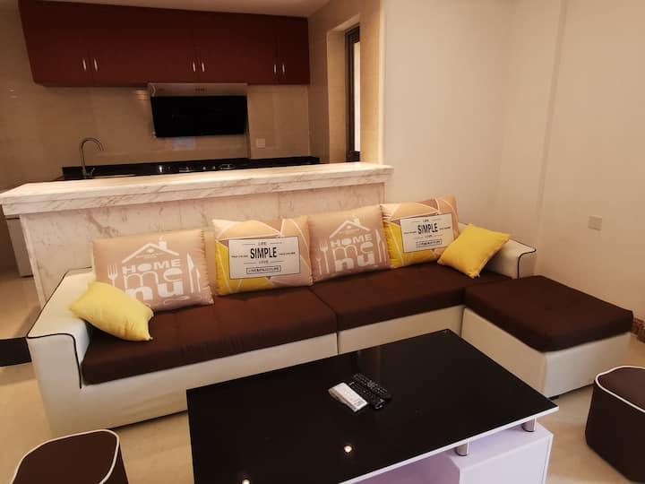 海泉湾舒适亲子房,背山面海,超大的两室一厅,楼下无边际游泳池