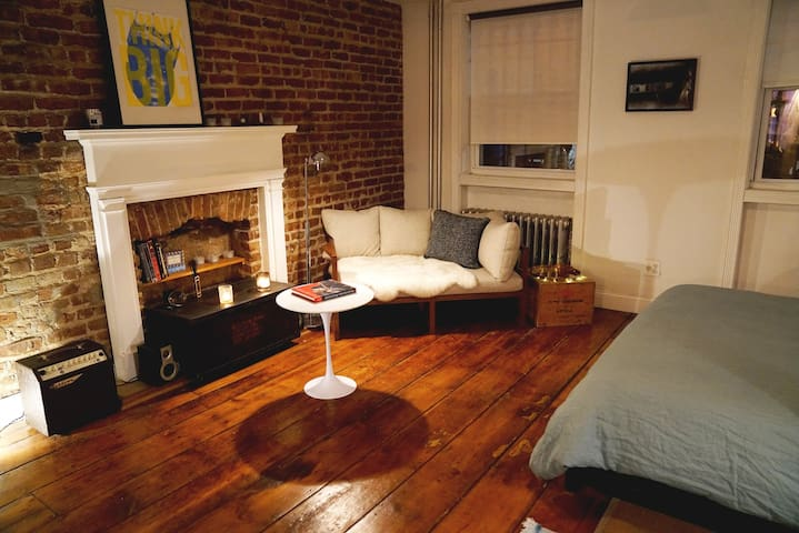 Cosy one-bedroom nest in the heart of Williamsburg