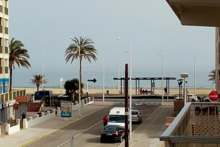 LARGE & SUNNY APP- VIEW ON THE SEA- (beach at 50M) - Grau i Platja - Wohnung
