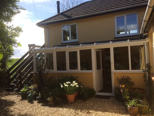 Countryside and Coast sleeps 5 - Bude - Hus