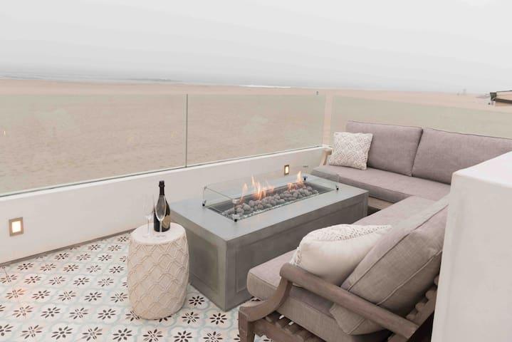 Beachfront Luxury Retreat on the sand