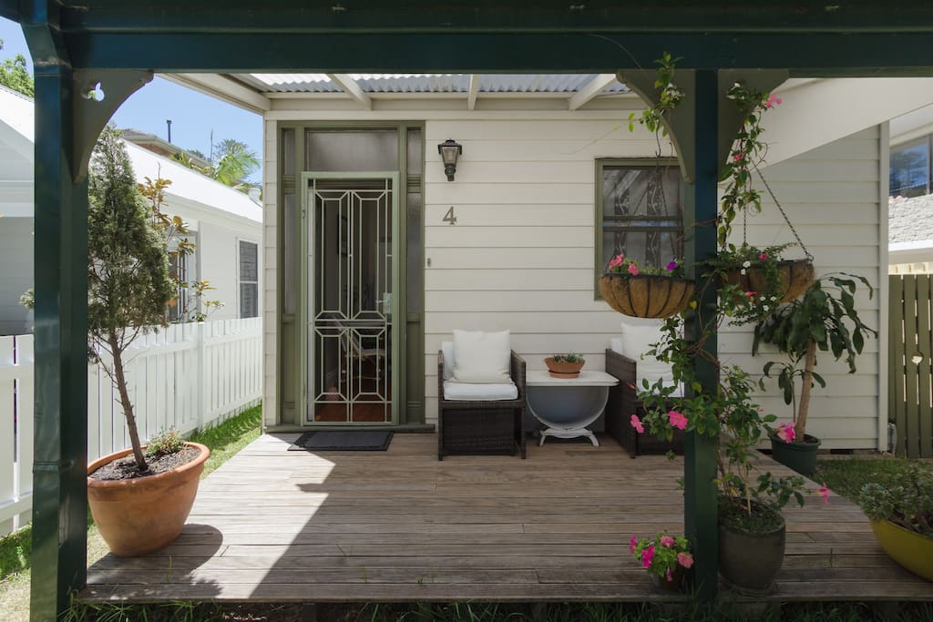 Beach studio with garden houses for rent in manly new for Large garden studio
