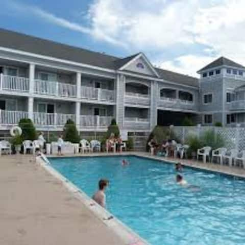 Hyannis Travel Inn, Two Double Beds