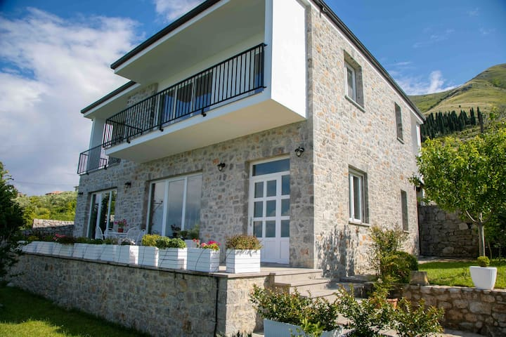 Vintage House with Stunning View Of Shkodra Lake