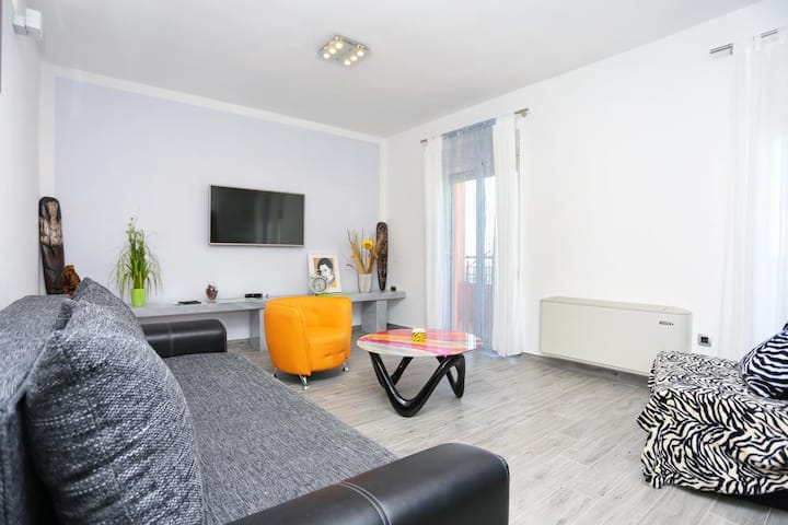 One bedroom apartment with balcony and sea view Klis, Split (A-17987-a)