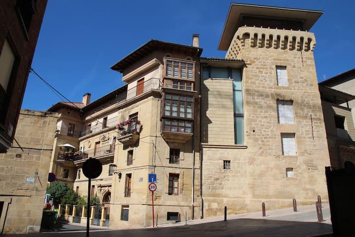 Palacio de Las Sevillanas (HARO) VT-LR-771