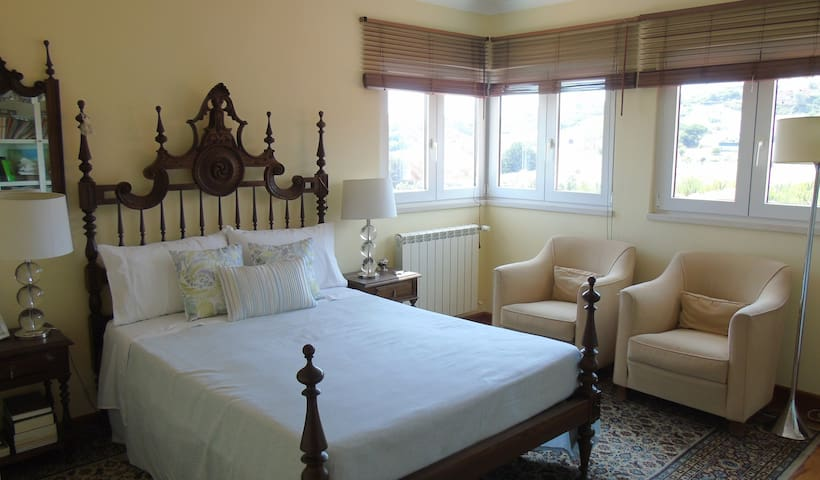 Double bedroom 2 (upstairs)