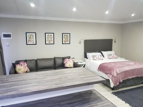 Shellcliff Self Catering Room