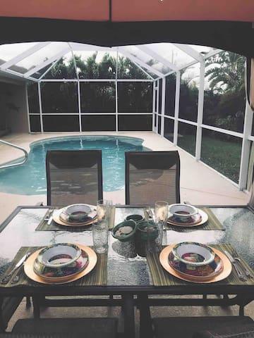 2 Private Bedrooms/1 Bath - Sleeps 4 pool!