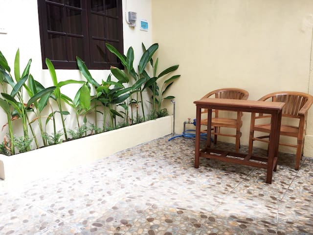 Small garden with the chairs and table