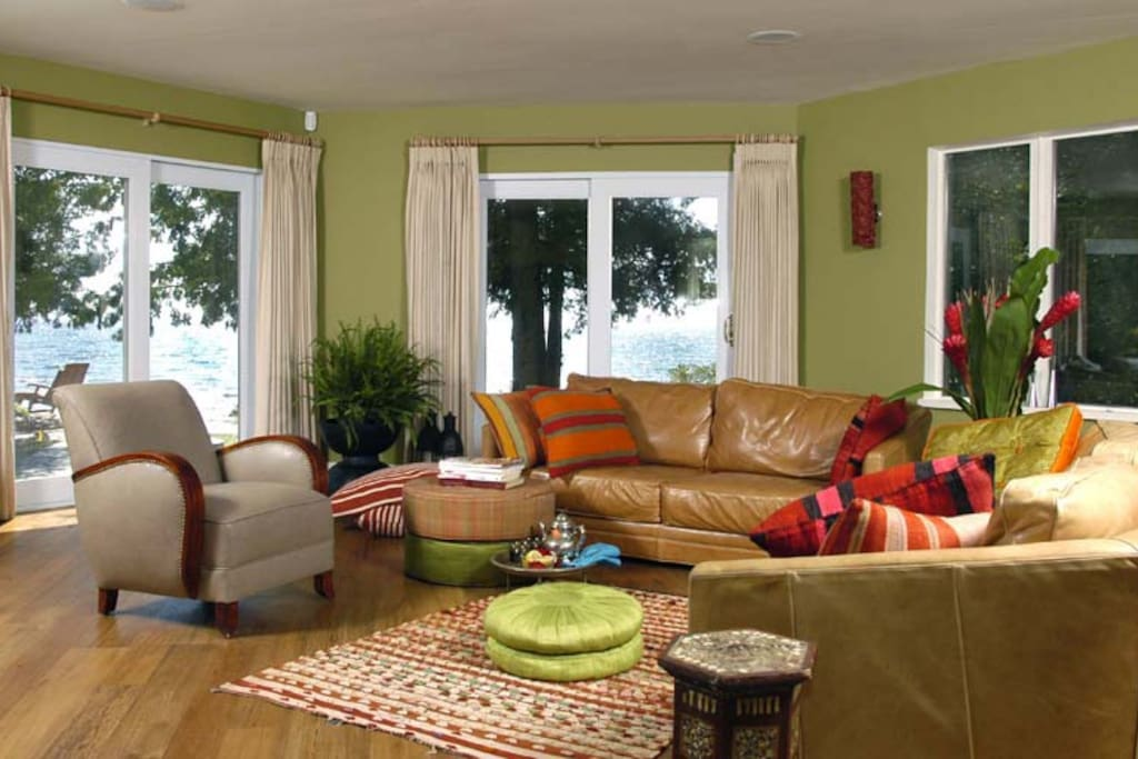 living room - enjoy the cross breeze off the lake