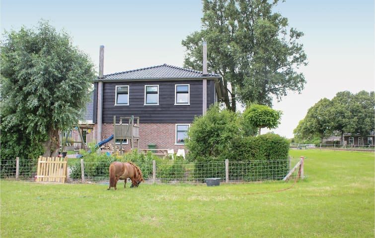 Holiday cottage with 2 bedrooms on 65m² in Lutjewinkel