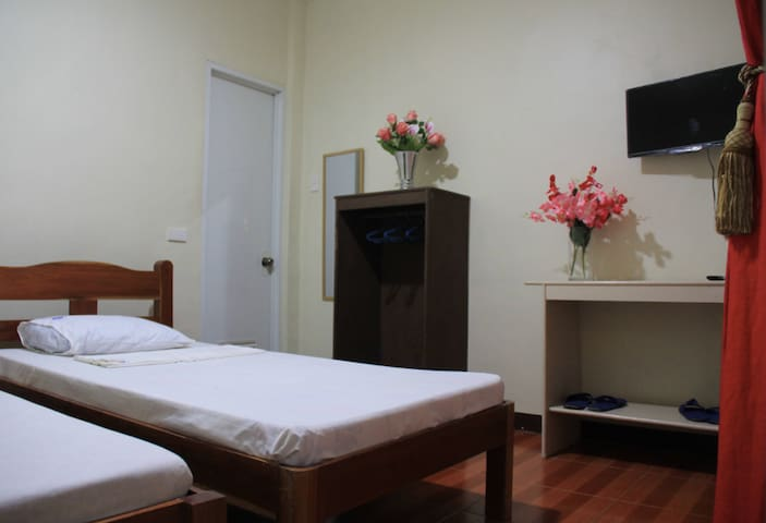 Private Room good for 2 persons (Separate Beds)