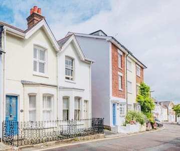 Durham Cottage -  in the heart of Cowes old town