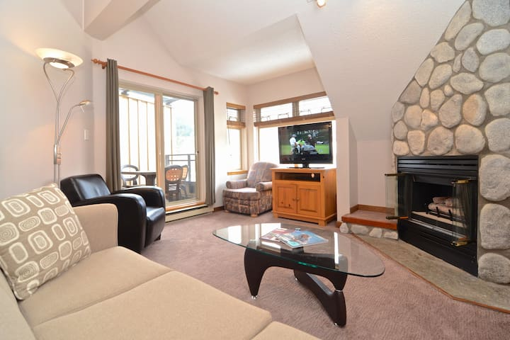 Lake Placid Lodge Creekside 2 bedroom apartment - Whistler - Apartment