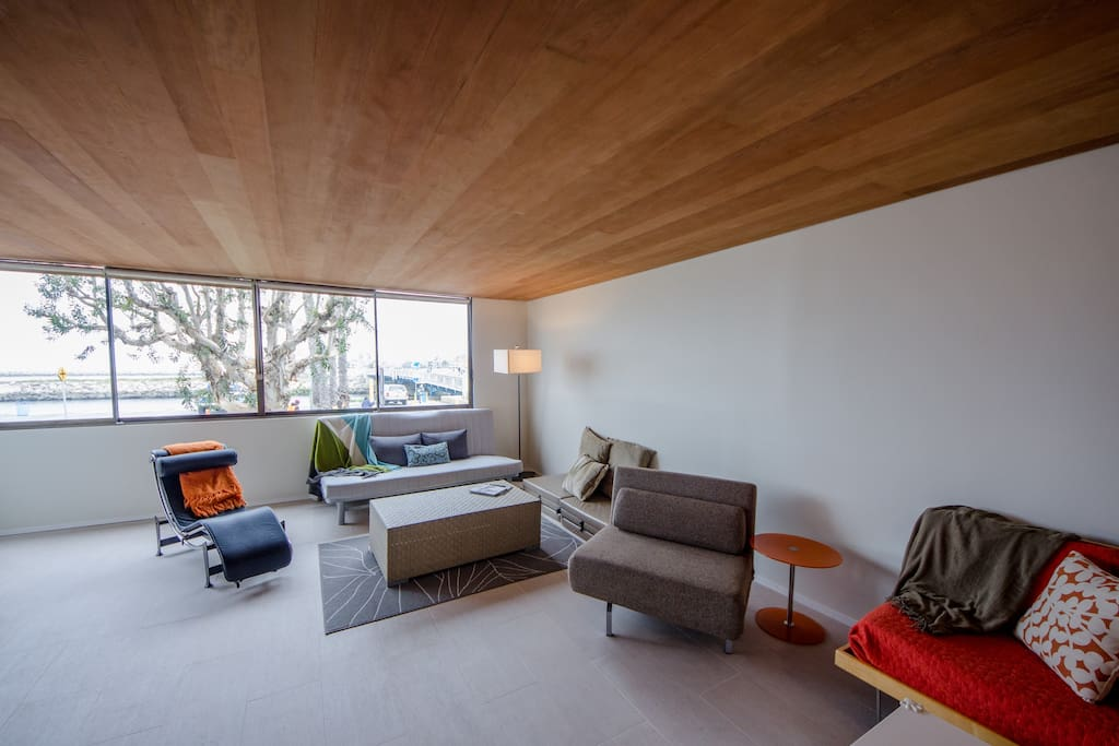 Spacious and confortable living area