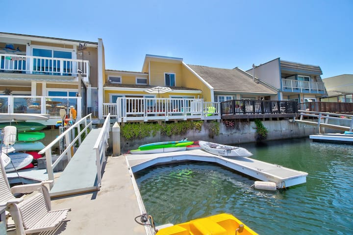 Upscale, remodeled harbor-front house with private dock & boat slips, kayaks