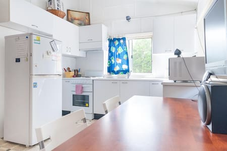Half House 5kms to Sydney City - 250m to citytrain - Petersham - Huis