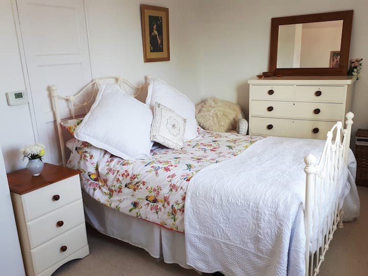 Lovely Double Room with Tor View