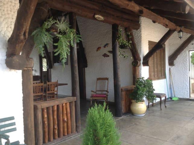 Casa estilo europeu no Centro de Cananéia - Cananéia - Hus