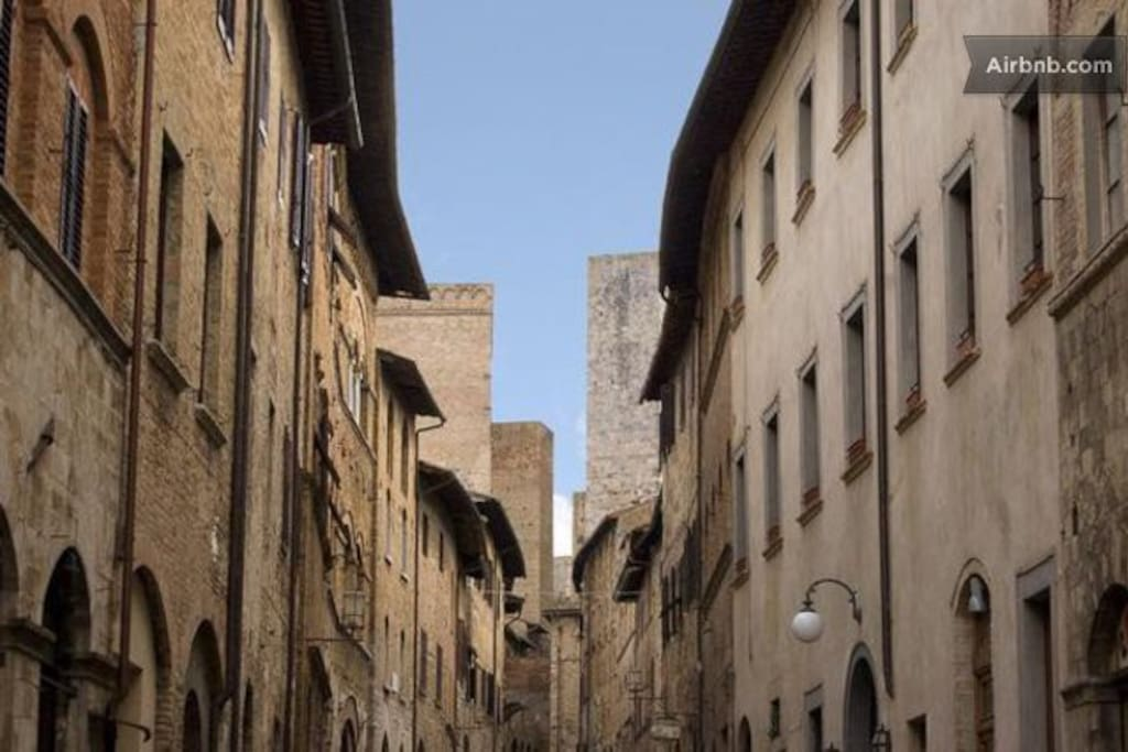 The Historical Palace Buonaccorsi is in the main street san matteo, very good location, near the towers, museum, cathedral.