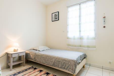 chambre RDC ds maison tout confort - Saint-Girod