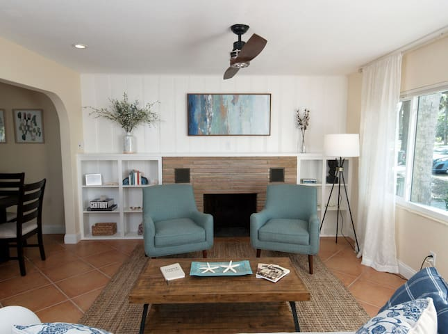 Luxury living, steps from water, newly furnished
