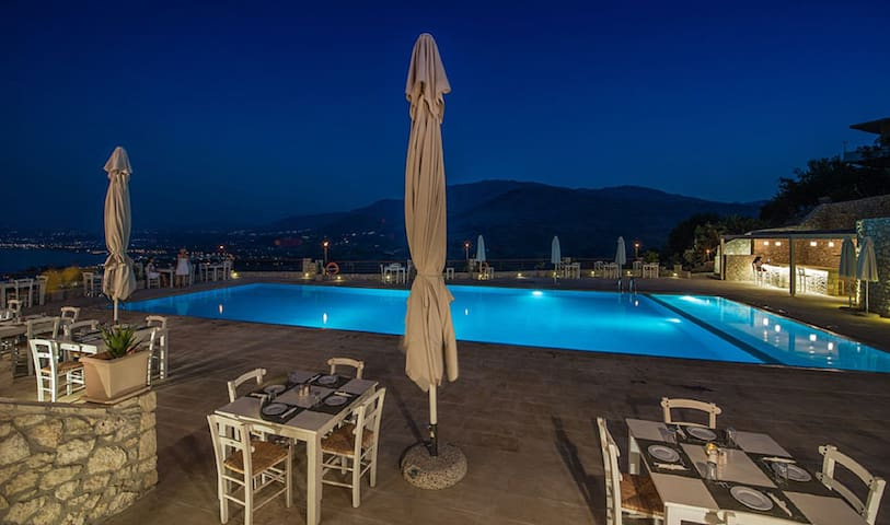 2 rooms with pool on Crete - Chania