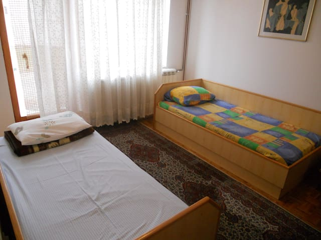 Peaceful room for 2 in Novi Sad - Sremska Kamenica - Ház