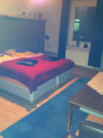 Room with 3 beds and shower/WC (9) - Hambourg - Bed & Breakfast