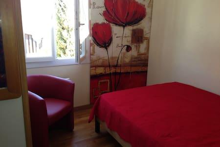 Antibes- room in villa, garden, sea - Antibes
